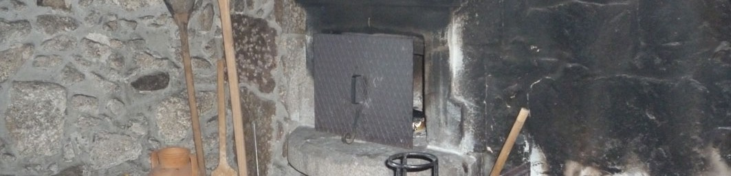 Casa do Alto - Header - Local traditional fireplace/oven