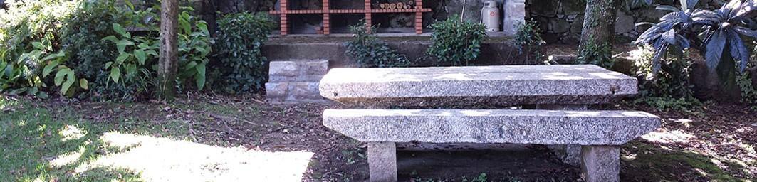 Casa do Alto - Cabecera - Mesa de piedra