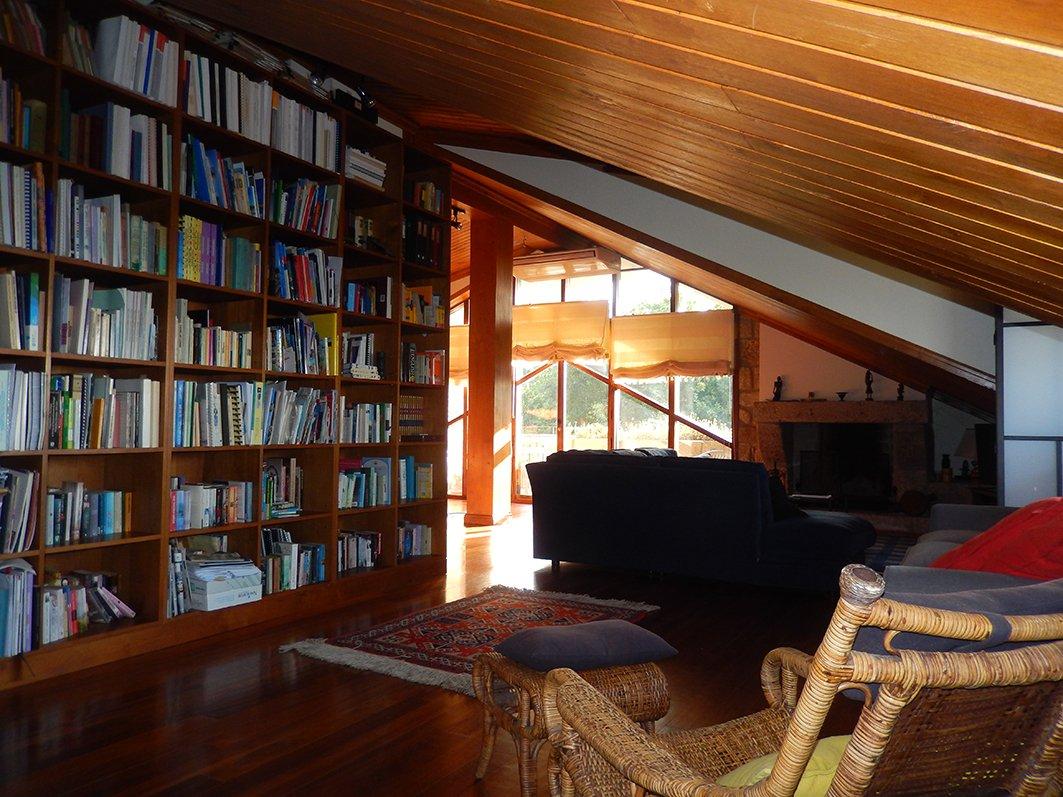 Apartamento Do Andar Superior Sala De Estar Jantar Biblioteca  -> Sala De Tv E Biblioteca
