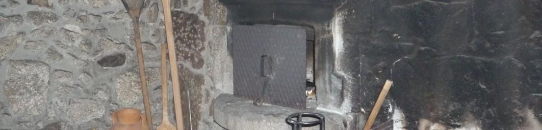 Casa do Alto - Cabecalho - Lareira/forno a lenha tradicional